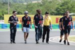 Carlos Sainz (Toro Rosso) beim Track-Walk