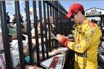 Joey Logano (Penske) in der Autograph Alley