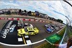 Start zum Xfinity-Rennen mit Joey Logano (Penske) und Brad Keselowski (Penske) in Reihe eins