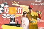 Joey Logano (Penske) und Ehefrau Brittany in der Victory Lane
