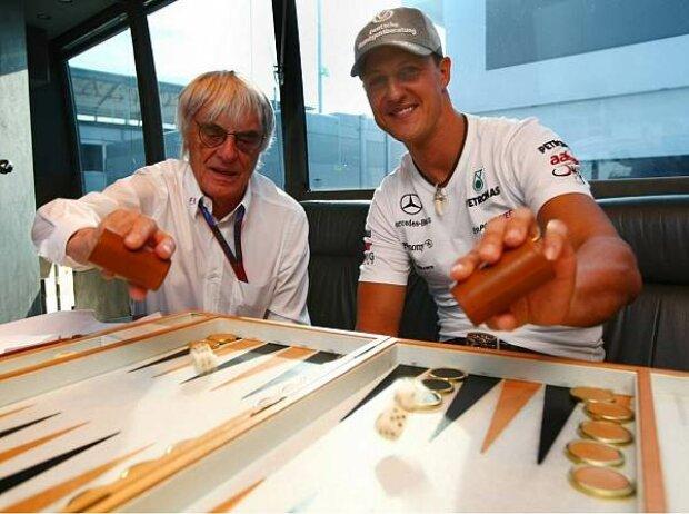 Bernie Ecclestone und Michael Schumacher beim Backgammon-Spielen