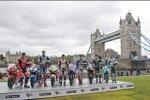 Sam Lowes, Scott Redding, Cal Crutchlow, Jorge Lorenzo, Bradley Smith und Danny Kent vor der Tower Bridge
