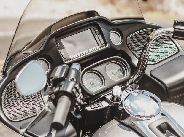Cockpit der Harley-Davidson Road Glide Ultra