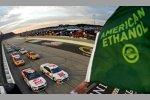 Start zum Bojangles' Southern 500 mit Brad Keselowski (Penske) und Kurt Busch (Stewart/Haas) in Reihe eins