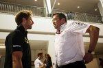 Romain Grosjean (Lotus) und Eric Boullier (McLaren)