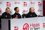 Teamchef Günther Steiner, Romain Grosjean und Teambesitzer Gene Haas