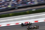 Romain Grosjean (Lotus) und Fernando Alonso (McLaren)