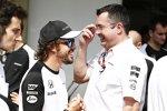 Fernando Alonso (McLaren) und Eric Boullier