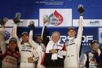Romain Dumas, Neel Jani, Dr. Wolfgang Porsche und Marc Lieb (Porsche) vor