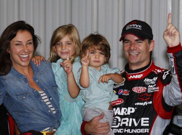 Jeff Gordon mit Ehefrau Ingrid und den Kids Ella und Leo in Pocono 2012