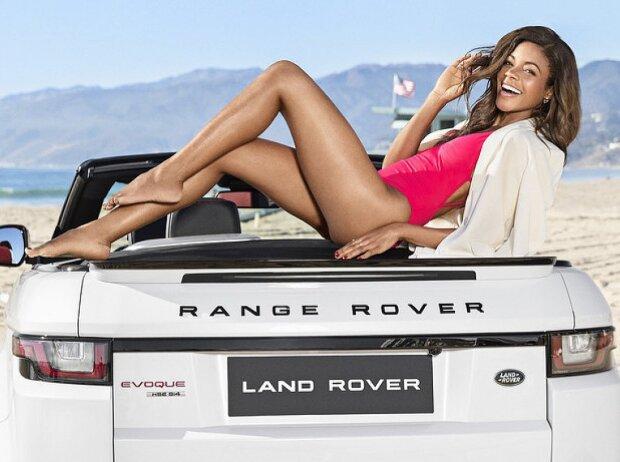 Naomie Harris und Range Rover Evoque Cabriolet