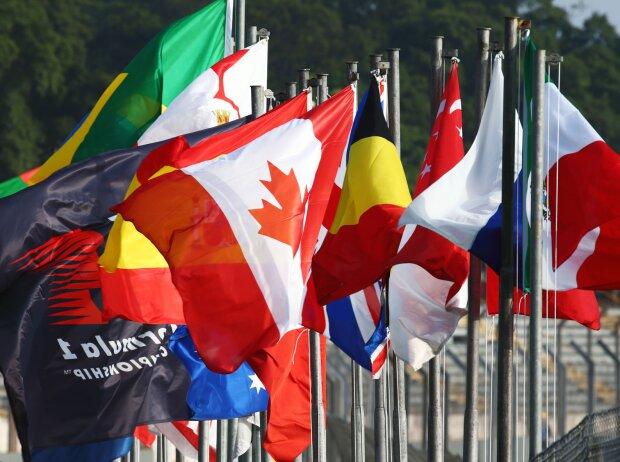 Flaggen am Streckenrand