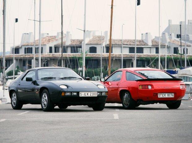 Porsche Typ 928 Coupé (links) und Typ 928 S Coupé (rechts), Mj. 1982