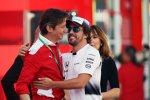 Fernando Alonso (McLaren) und Luca Baldisserri