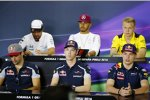 Carlos Sainz (Toro Rosso), Daniil Kwjat (Toro Rosso), Max Verstappen (Red Bull), Fernando Alonso (McLaren), Lewis Hamilton (Mercedes) und Kevin Magnussen (Renault)
