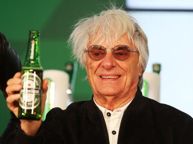 Bernie Ecclestone trinkt Heineken