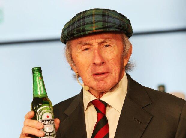 Jackie Stewart trinkt Heineken