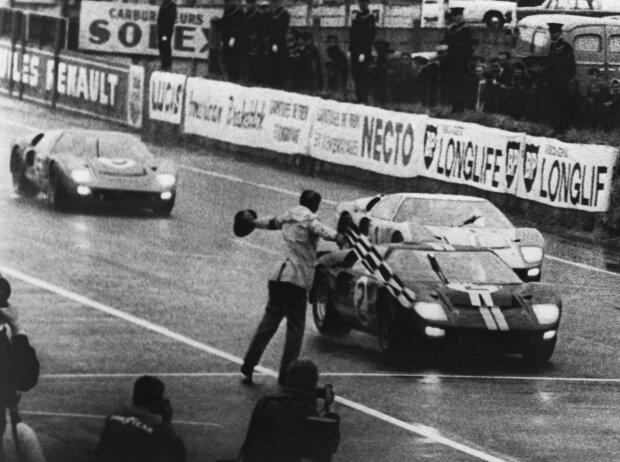 Ford GT40, Zieldurchfahrt, Denis Hulme, Ken Miles, Chris Amon, Bruce McLaren