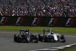 Fernando Alonso (McLaren) und Valtteri Bottas (Williams)