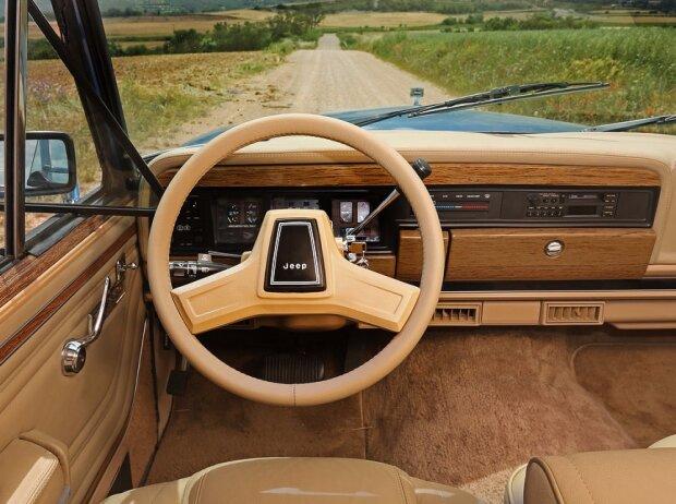 Cockpit des Jeep Grand Wagoneer (1991)