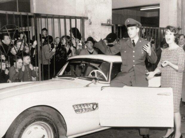 BMW 507: Soldat Elvis Presley und ein 507.