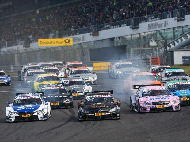 DTM Rennen auf dem Nürburgring: #36 Maxime Martin (BEL, BMW Team RMG, BMW M4 DTM), #94 Pascal Wehrlein (GER, Mercedes-AMG DTM Team HWA, Mercedes-AMG C 63 DTM), #22 Lucas Auer (AUT, Mercedes-AMG DTM Team ART, Mercedes-AMG C63 DTM)