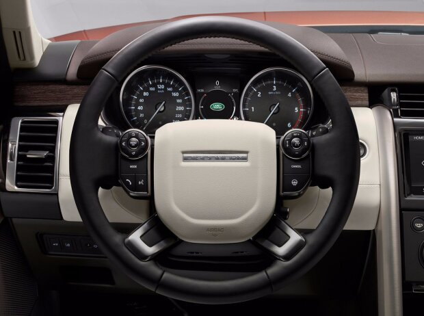 Cockpit des Land Rover Discovery 5 2017