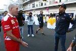 Jock Clear und Daniel Ricciardo (Red Bull)