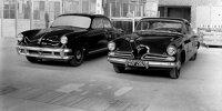 """Der Porsche Typ 542 aus dem Jahr 1952 war eine Auftragsentwicklung für den amerikanischen Hersteller Studebaker. Rechts als Vergleichsfahrzeug der Studebaker """"Champion"""""""