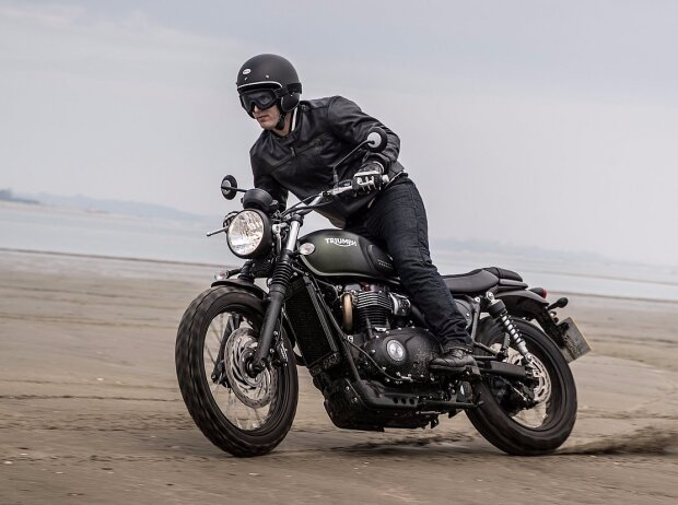 triumph bonneville street scrambler bereit f r abenteuer. Black Bedroom Furniture Sets. Home Design Ideas