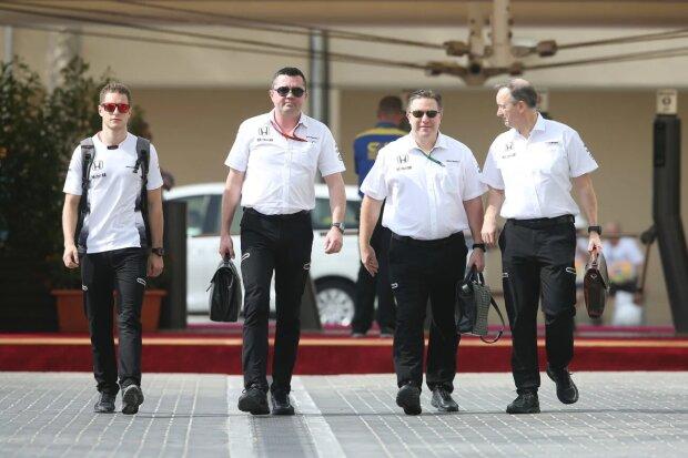 Stoffel Vandoorne Eric Boullier Zak Brown Jonathan Neale McLaren McLaren Honda F1 ~Stoffel Vandoorne, Eric Boullier, Zak Brown und Jonathan Neale ~