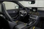 Cockpit des Mercedes-AMG 45 4Matic Yellow Night Edition