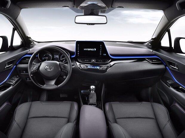 Innenraum und Cockpit des Toyota C-HR 2017