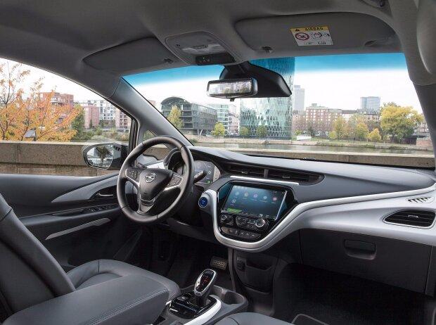 Cockpit und Innenraum des Opel Ampera-e 2017