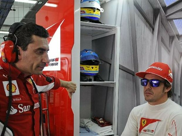 Fernando Alonso und Renningenieur Andrea Stella