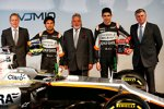 Sergio Perez (Force India), Vijay Mallya und Esteban Ocon (Force India)