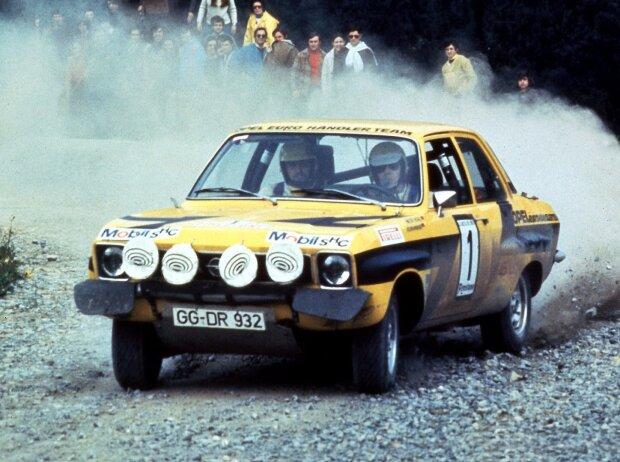 Auf der Ascona A Rallye Version von 1974 gewinnen Walter Röhrl und Co-Pilot Jochen Berger sechs von acht Läufen und werden in dem Jahr Rallye-Europameister