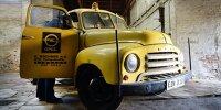 Scheunenfund für den PS.Speicher: Der Opel Blitz-Abschleppwagen mit dem Firmenlogo seines früheren Auftraggebers