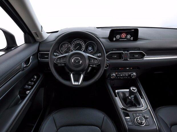 Cockpit des Mazda CX-5 2017