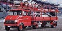 Opel Blitz ?Porsche-Renntransporter? von Schuco (1:43; die beiden Rennwagen gehören nicht zum Modell)