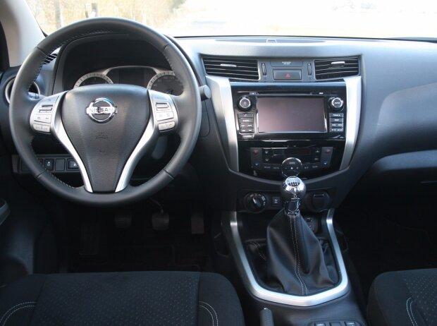 Innenraum und Cockpit des Nissan Navara Double Cab