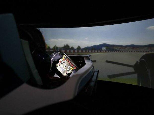 Scheich Khalid bin Hamad Al-Thani im Williams-Simulator