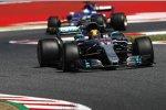 Lewis Hamilton (Mercedes) und Pascal Wehrlein (Sauber)
