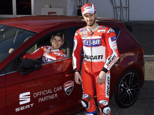 MotoGP-Fahrer Jorge Lorenzo und Andrea Dovizioso am Steuer des Leon CUPRA