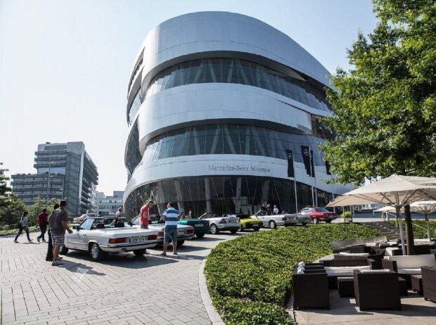 Markenoffenes Klassikertreffen Cars & Coffee am Mercedes-Benz-Museum