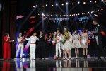 Jackie Chan und seine Le-Mans-Helden feiern auf der Bühne