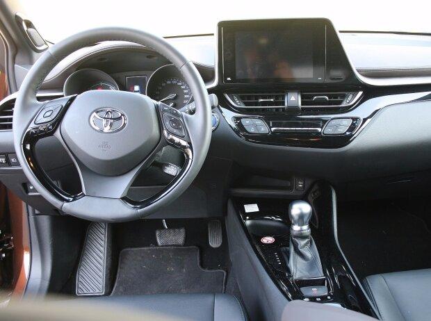 Innenraum und Cockpit Toyota C-HR 1.8 Hybrid 2017