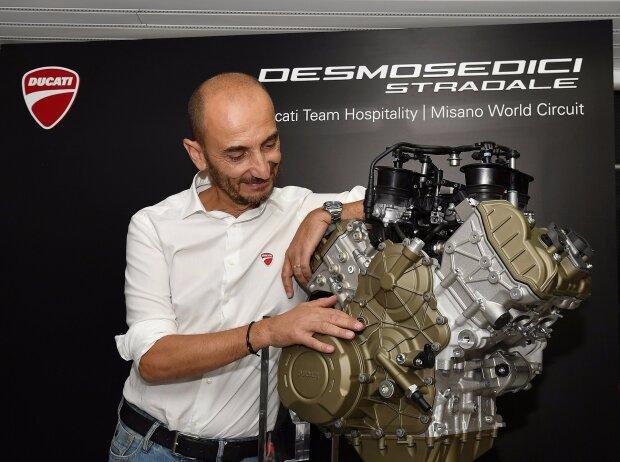 Ducati-Chef Claudio Domenicali mit dem Serien-V4