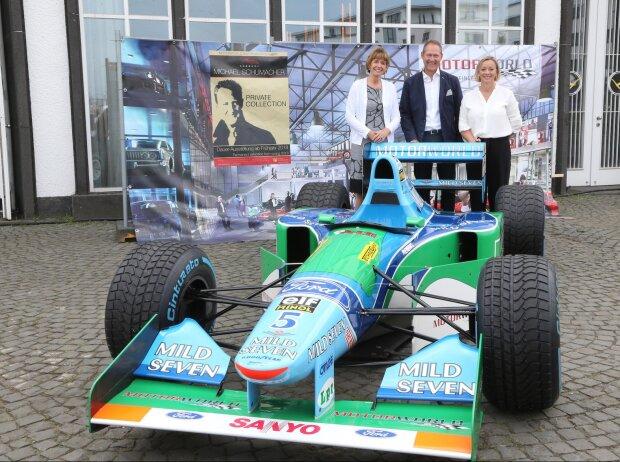 Henriette Reker, Andreas Dünkel, Sabine Kehm hinter Schumi-Benetton Ford