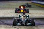 Lewis Hamilton (Mercedes) und Daniel Ricciardo (Red Bull)